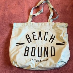 Beach bag with flip flop pockets